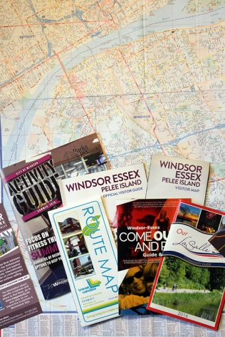 Die wichtigsten Dinge, um sich in einer Stadt zurechtzufinden: Stadtplan, Linienplan, Stadtmagazin